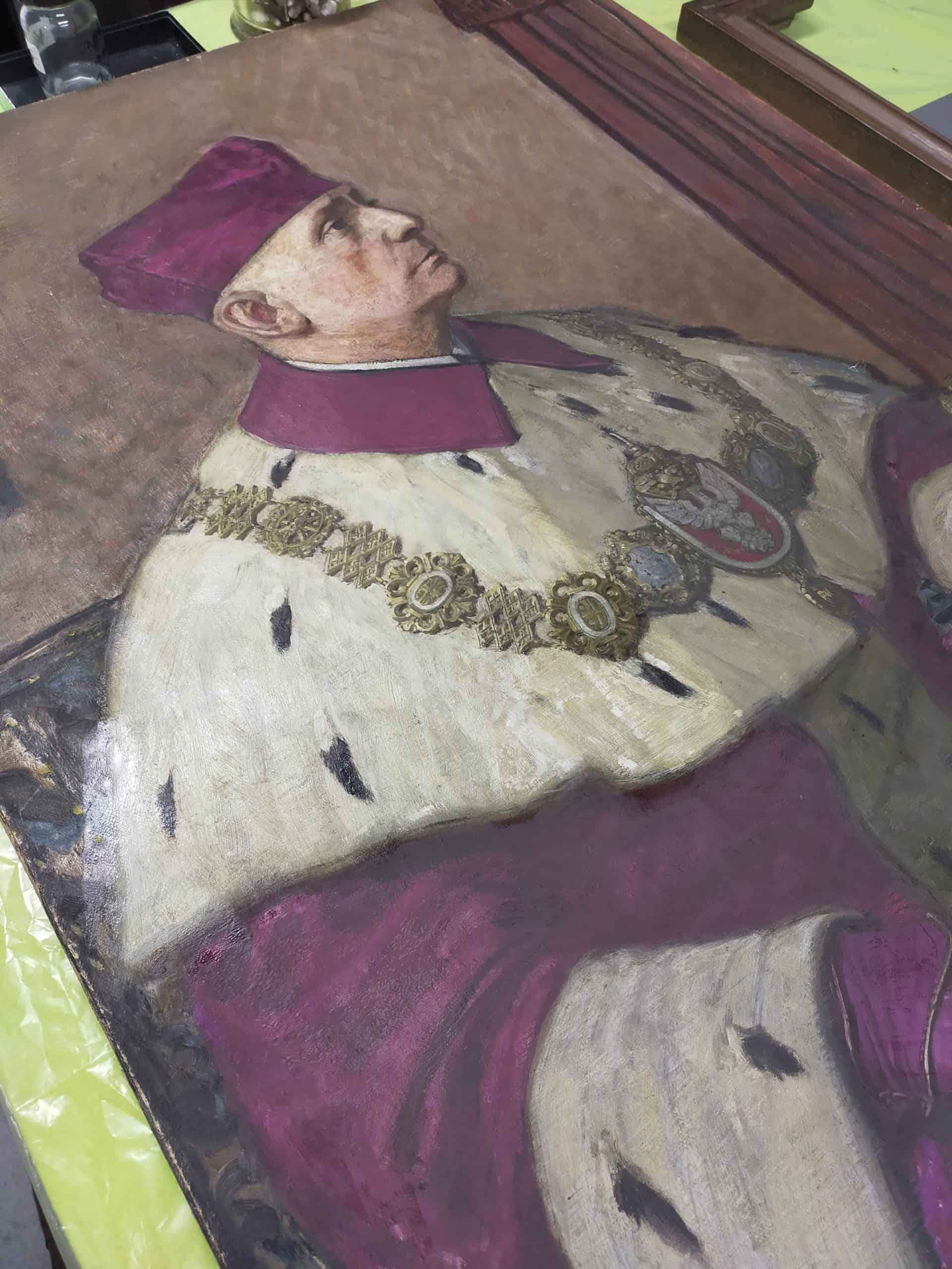 Zdjęcie z konserwacji portretu rektora Uniwersytetu Warszawskiego.